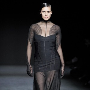 Foto: Dominasi Model Plus-Size Jill Kortleve di Paris Fashion Week