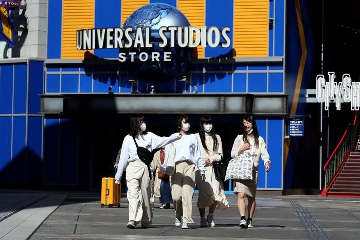 Sektor industri hiburan tidak luput dari dampak virus corona. Secara global, virus ini telah melampaui 96 ribu kasus. Lebih dari 3.300 orang dilaporkan meninggal dunia.