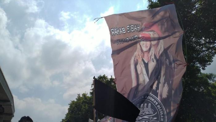 Demo di Depan Kedubes India, Massa FPI-PA 212 Bawa Spanduk Habib Bahar