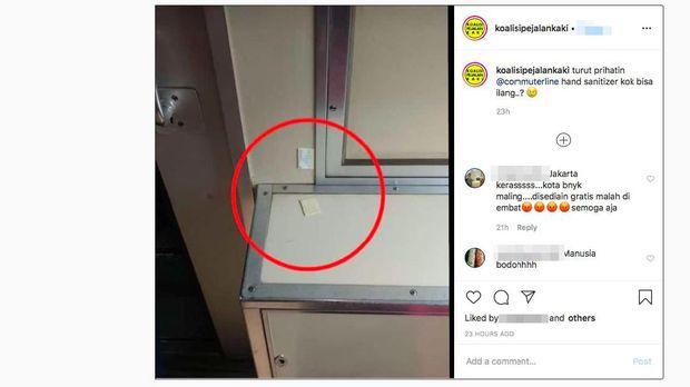 Warganet melaporkan botol hand sanitizer yang seharusnya ada di gerbong KRL, tinggal tersisa bantalan perekatnya.