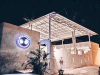 Sensasi Makan Santai di Pinggir Pantai Bisa Dirasakan di Kafe Ini