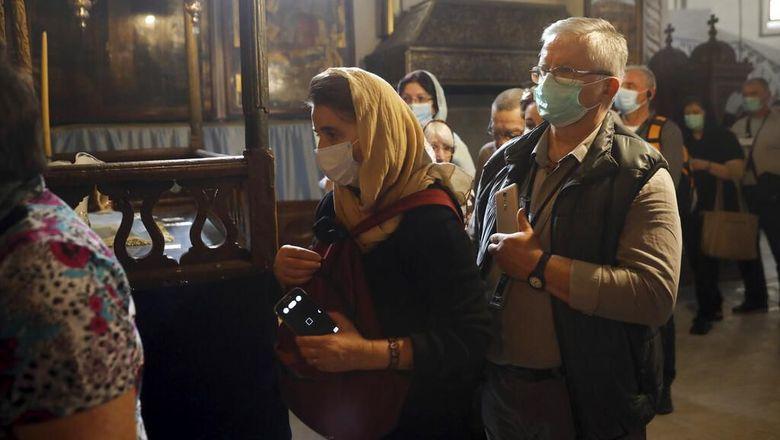 Palestina mengonfirmasi tujuh kasus virus corona di Tepi Barat. Sejumlah situs bersejarah di kawasan itu pun ditutup sementara guna cegah penyebaran COVID-19.