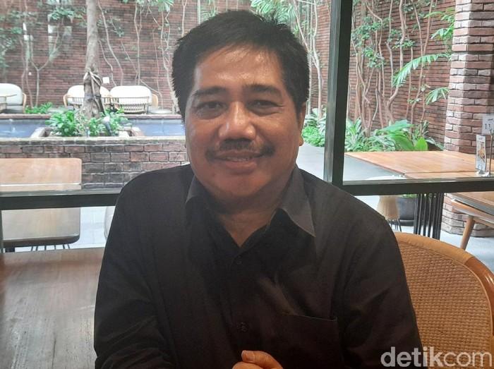 Pakar Komunikasi Politik Universitas Airlangga (Unair) Surabaya Suko Widodo menilai, pemerintah terlambat merespons penyedia informasi Virus Corona. Tak banyak informasi yang memandu, terlebih ruang komunikasi interaktif untuk konsultasi warga.
