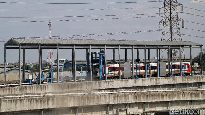 Demi mencegah menyebarnya virus corona, pihak LRT Jakarta telah menyiapkan beberapa langkah antisipatif tersendiri.