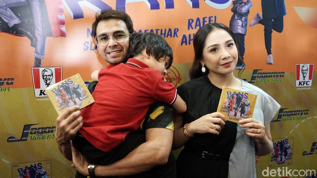 Pandemi Corona, Raffi Ahmad-Nagita Slavina Tak Bosan Ingatkan Tetap di Rumah