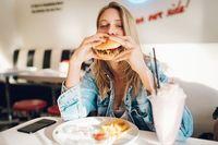 Ini 5 Tips Makan Sendirian agar Nyaman dan Tak Canggung