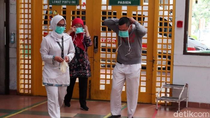 RSHS Bandung melakukan simulasi penanganan pasien suspect corona, Jumat (6/3/2020). Simulasi itu untuk menunjukkan kesiapan RSHS dalam menangani pasien suspect corona.