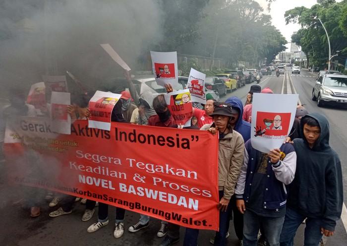 Para pemuda dan aktivis mahasiswa yang menamakan diri Gerakan Aktivis Indonesia (GAI) kembali menggelar unjuk rasa di depan Kejagung. Mereka menuntut keadilan pada Novel Baswedan.