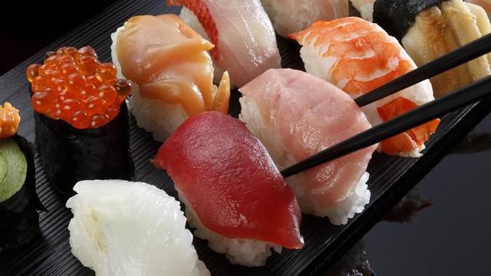 Big futomaki sushi with salmon, prawn tempura and cucumber