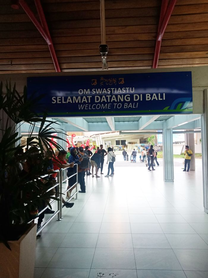 Foto : Imbas Virus Corona Bandara Ngurah Rai Senyap