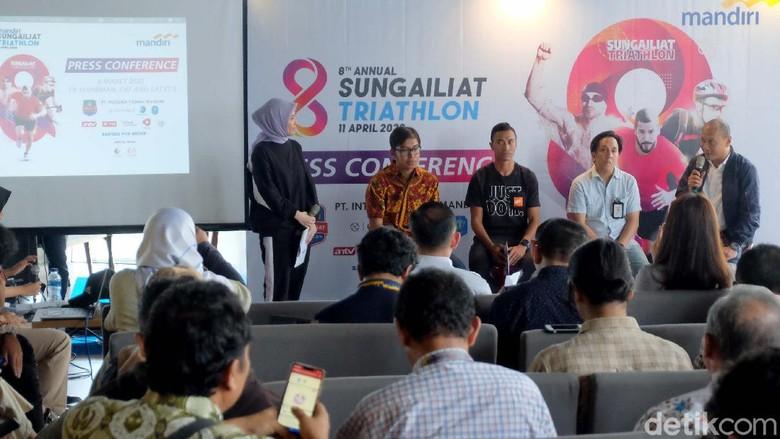 Sungailiat Triathlon 2020 yang digelar Pemkab Bangka, Provinsi Bangka Belitung akan dihelat pada 11 April 2020 mendatang. Targetnya 500 peserta dari 18 negara.