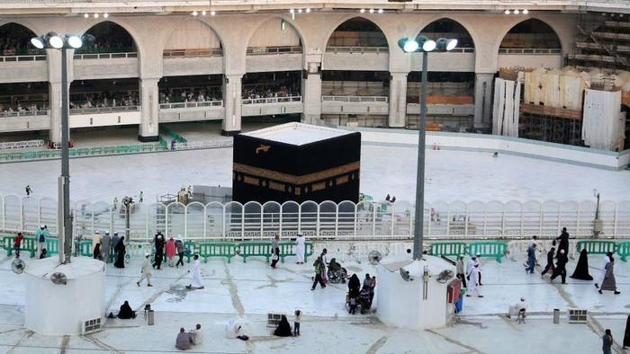 Virus corona: Saudi membuka kembali Masjidil Haram dan Masjid Nabawi setelah sempat ditutup