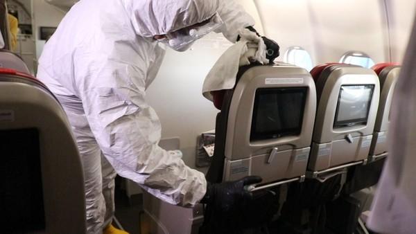 Lion Air Group menjalani fase pengerjaan yang meliputi pembersihan pesawat, sterilisasi, penyemprotan, penggantian saringan udara kabin (HEPA), kebersihan kabin, kokpit dan kompartemen kargo (Foto: Dok. Lion Air)