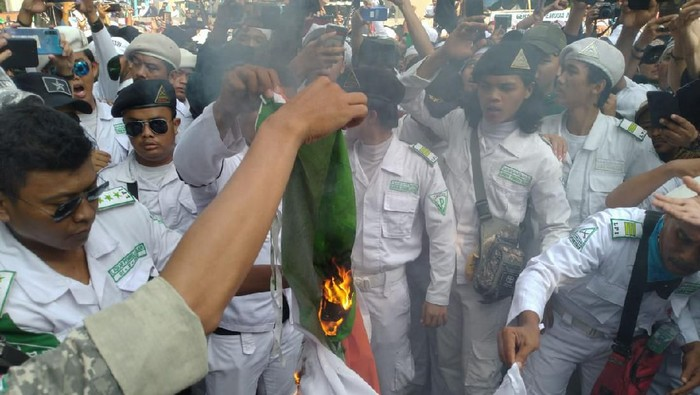 Massa FPI bakar bendera India