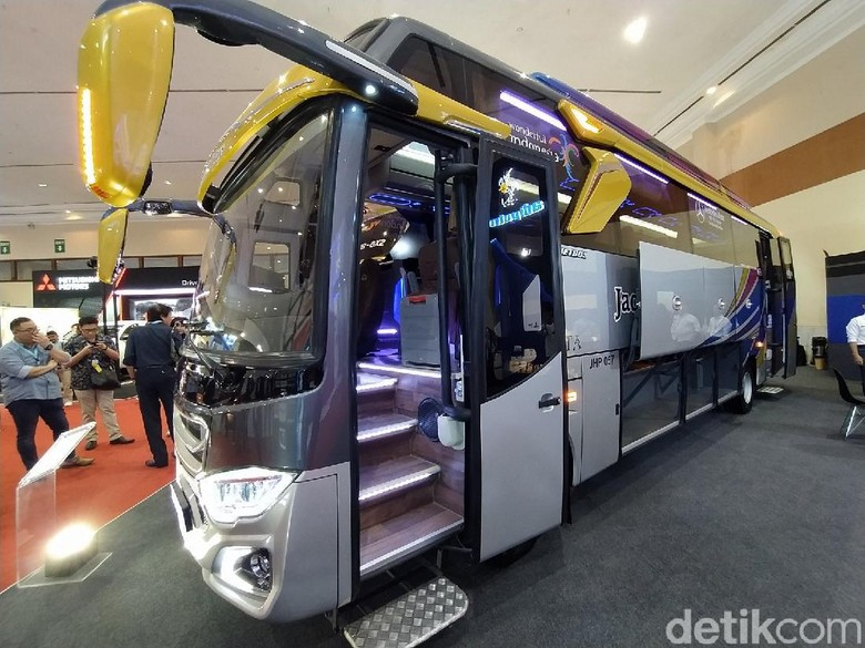 Bus Adiputro