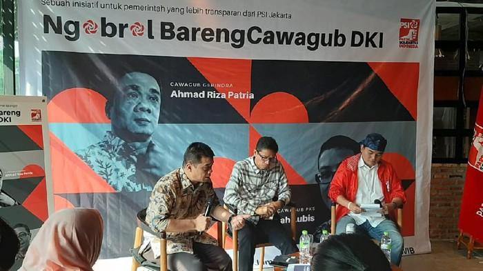 Cawagub DKI Jakarta Ahmad Riza Patria (kiri)