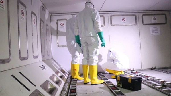 Dalam melakukan proses pergantian HEPA, petugas telah diberikan pengetahuan mengenai keselamatan dan telah melakukan tes kesehatan serta melakukan vaksinasi (Foto: Dok. Lion Air)
