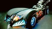 George Clooney memerankan Batman dalam film Batman and Robin yang dirilis tahun 1997. Batmobile ini terlihat lebih baik dari generasi sebelumnya, namun sayap besar di bagian belakang membuat kendaraan Si Manusia Kelelawar dinilai masih punya nunasa mainan yang kuat. (Forbes)
