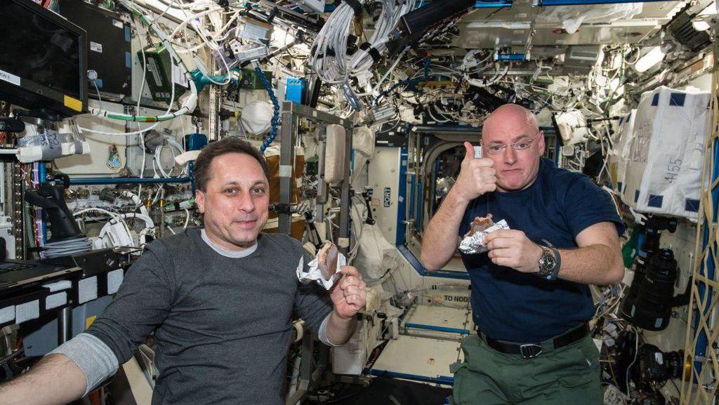 5 Makanan Aneh yang Disantap Astronot, Ada Makanan Basah hingga Air Kencing