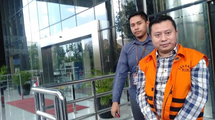 Tersangka kasus dugaan suap pergantian antarwaktu (PAW) anggota DPR, Saeful