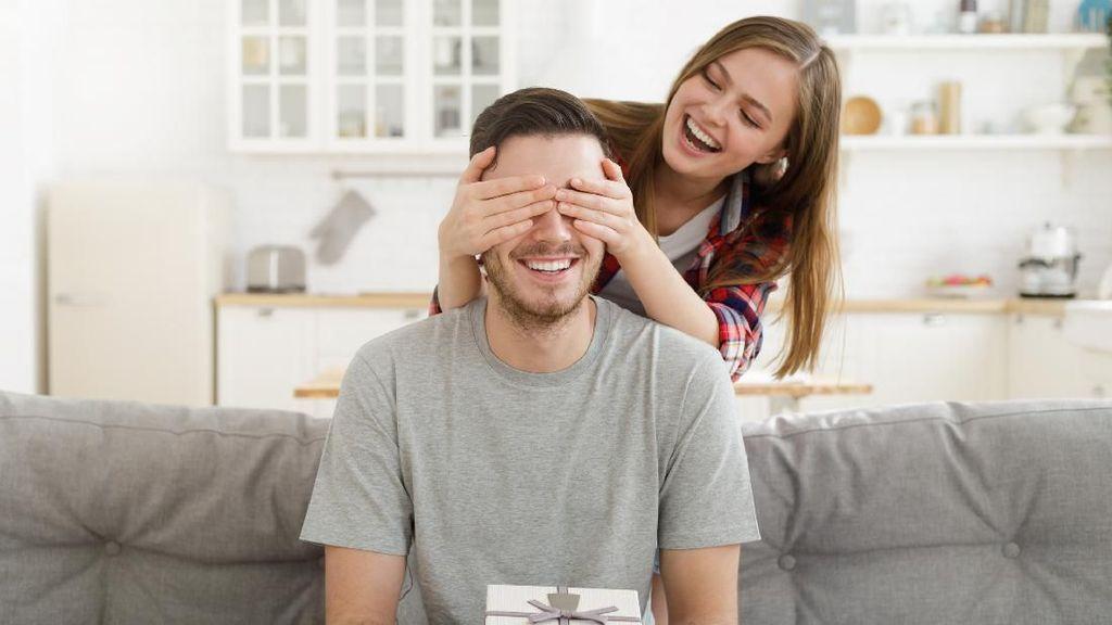 Viral, Aksi Lucu Istri Kasih Suami Kado Ultah Voucher Anti Marah-marah