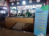 Citilink mengimbau penumpang untuk menjaga kebersihan dan kebugaran tubuh melalui banner yang dipasang di beberapa spot, salah satunya di boarding gate Bandara Internasional Soekarno-Hatta ini. (Foto: Putu Intan Raka Cinti/detikcom)
