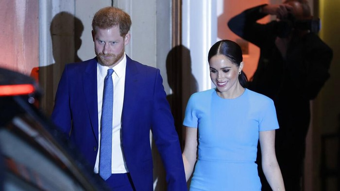Britains Prince Harry and Meghan, the Duchess of Sussex, leave after attending the annual Endeavour Fund Awards in London, Thursday, March 5, 2020. The awards celebrate the achievements of service personnel who were injured in service and have gone on to use sport as part of their recovery and rehabilitation. (AP Photo/Kirsty Wigglesworth)