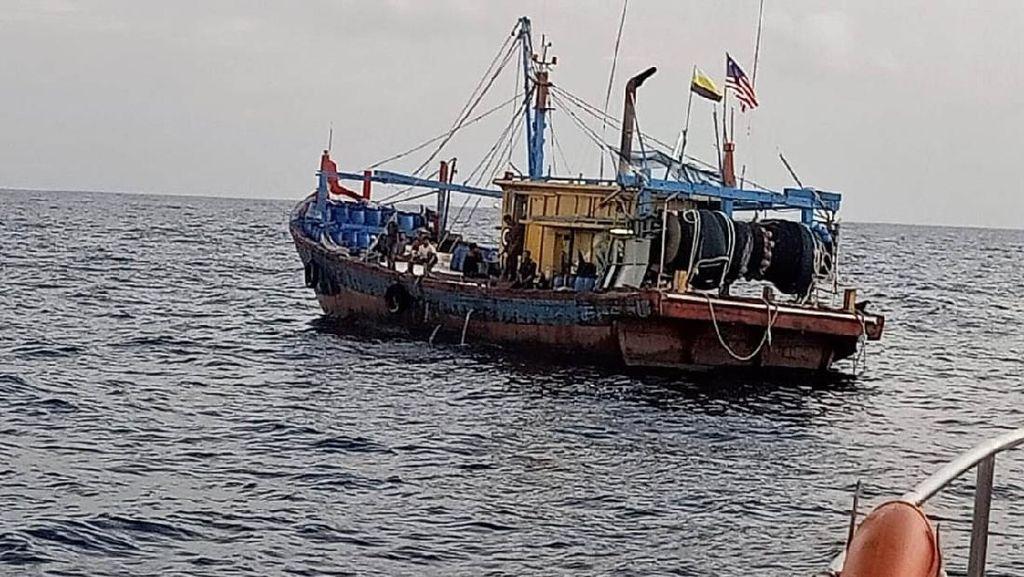 Kapal Angkut Timah Ilegal Terciduk Petugas di Perairan Natuna