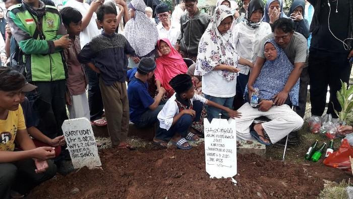 Bocah A (5), korban pembunuhan dimakamkan di TPU Karet Bivak