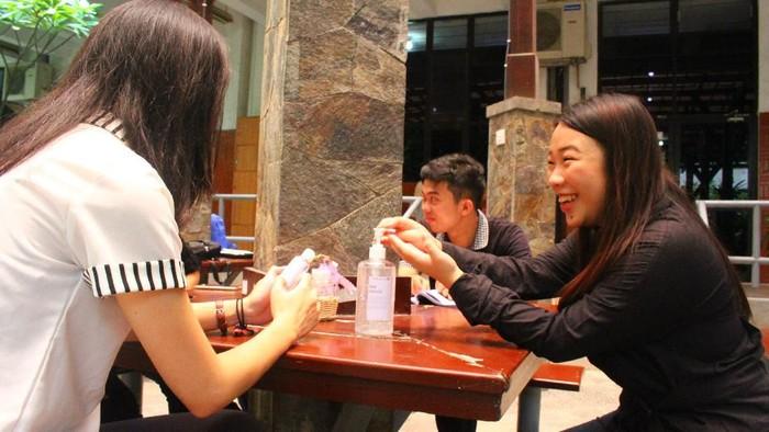 Mahasiswa Ubaya Tak Perlu Lagi Beli hand sanitizer