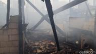 Kobaran Api Lahap Pemukiman Padat Penduduk di Mampang Jaksel