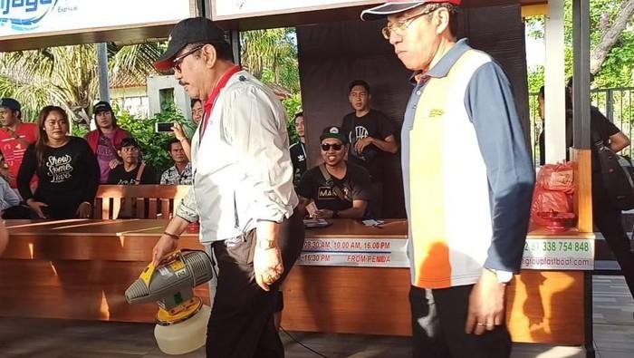 Pemerintah Provinsi Bali melakukan penyemprotan disinfektan di Penyeberangan Sanur ke Nusa Penida untuk mengantisiapasi virus Corona. Seluruh fasilitas publik yang sering digunakan dan dipegang oleh penumpang disemprot disinfektan.