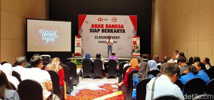 Tekan angka pengangguran, HSBC Indonesia dan YCAB Foundation mengelar proyek pendidikan bernama Anak Bangsa Siap Berkarya (ABSB). Proagam ini memberikan pelatihan kepada ribuan siswa SMK.