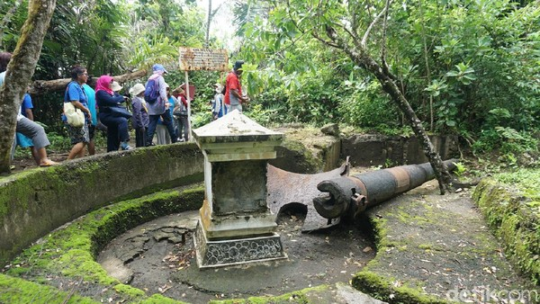 Selain sisa benteng, dapat dijumpai juga bekas meriam yang terletak di dekat benteng utama (Randy/detikcom)