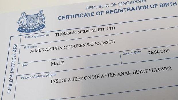Akta kelahiran bayi lahir di dalam mobil Jeep