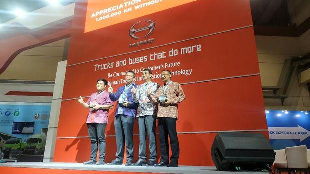 Bus Hino tembus 1 juta kilometer tanpa overhoul