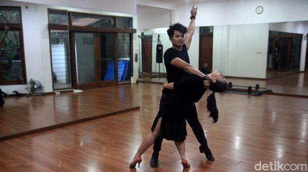 Sebagai cabang olahraga, dansa juga dikompetisikan hingga level internasional.