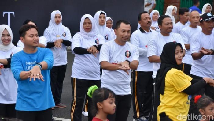 Ratusan Lansia Ikuti Nikah Massal di Trenggalek