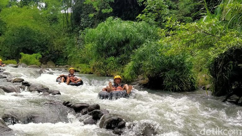 River Moon Kali Pusur Outbound dan Camping