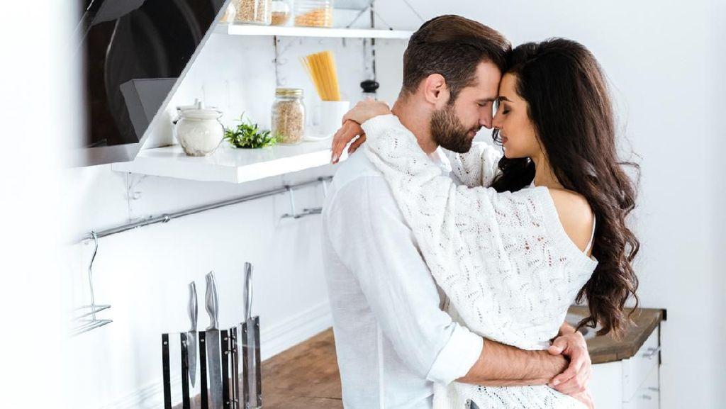 15 Cara Ajak Suami Bercinta untuk Para Istri yang Pemalu