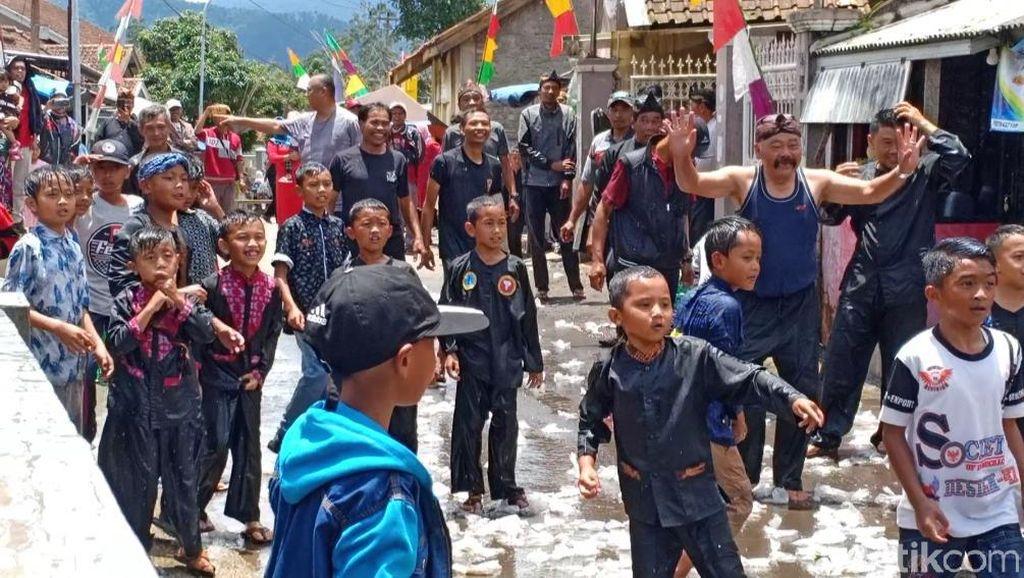 Palagan Toya, Tradisi Ngaruwat Lembur dan Tolak Bala di Lembang