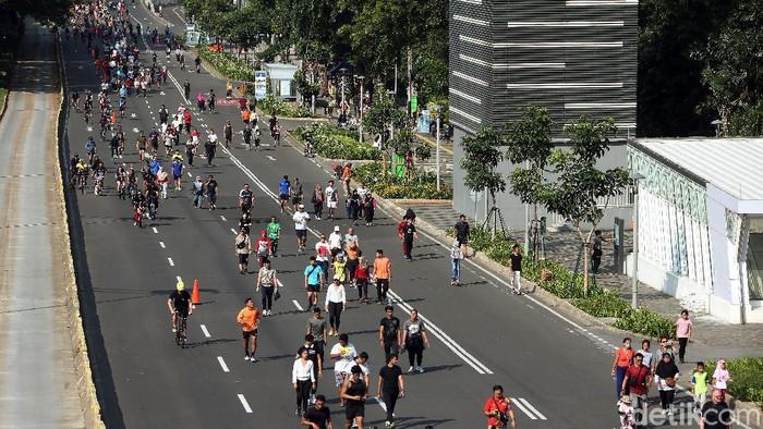 Meski ada himbauan dari Gubernur DKI Jakarta, Anies Baswedan untuk menghindari keramaian terkait virus corona, namun Car Free Day di Jakarta, tetap ramai.