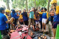 Persiapan river tubing di Kali Pusur Klaten