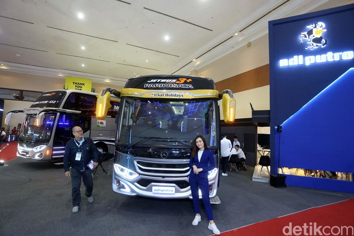 PT Adiputro ramaikan ajang GAIKINDO Indonesia International Vehicle Expo (GIICOMVEC) 2020 di JCC, Senayan, Jakarta. Ada sejumlah bus yang dipamerkan.