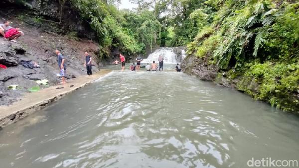 Sejak beberapa bulan terakhir, warga Dusun Barutungnge, Desa Lalabata, Kecamatan Tanete Rilau, Barru, Sulawesi Selatan punya destinasi wisata baru, yaitu Sungai Barutungnge. (Hasrul Nawir/detikcom)