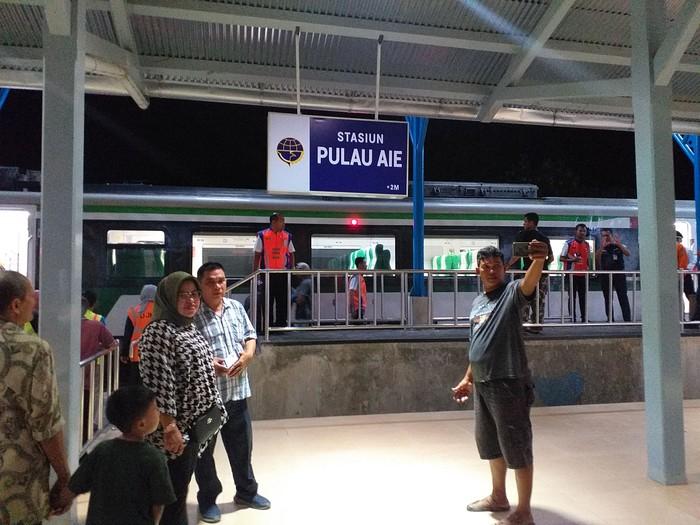 Antusias Warga Di Stasiun Yang Hidup Setelah 43 Tahun Mati Suri