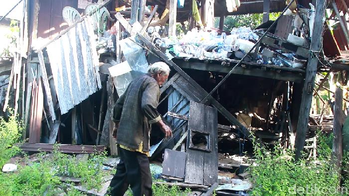 Kakek Hamid tinggal sebatang kara di rumah nyaris roboh di Barru, Sulsel (Hasrul Nawir/detikcom)