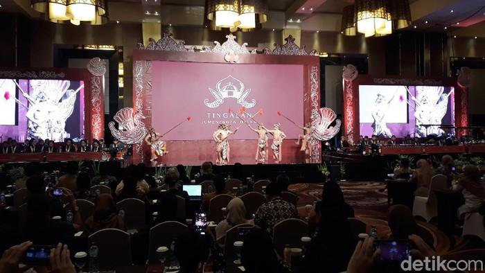 Penampilan Beksan (Tarian) Lawung Ringgit dari KHP Kridhomardowo Keraton Yogyakarta saat Simposium Internasional Budaya Jawa, Senin (9/3/2020).