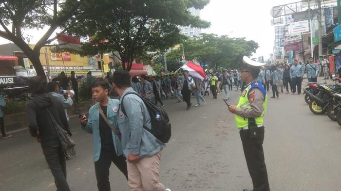 Massa longmarch di Jl Margoda Depok (
