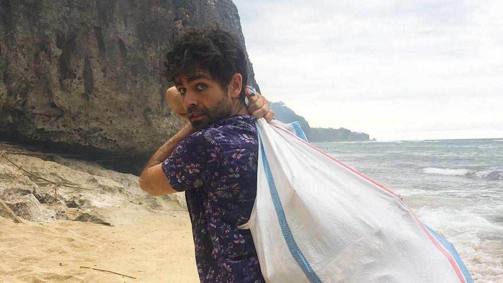 Sosok Adrian Grenier, Aktor Hollywood yang Bersihkan Sampah di Bali